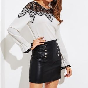 ❄️ BRAND NEW Faux Leather Skirt❄️